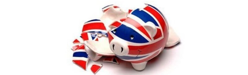 Brits hoarding holiday cash